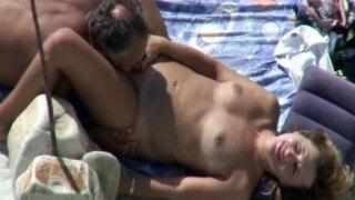 Sexo Na Praia Com Casal De Coroas Fudendo Gostoso!