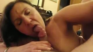 Coroa Peituda Fazendo Sexo Oral Gostoso E Dando A Buceta