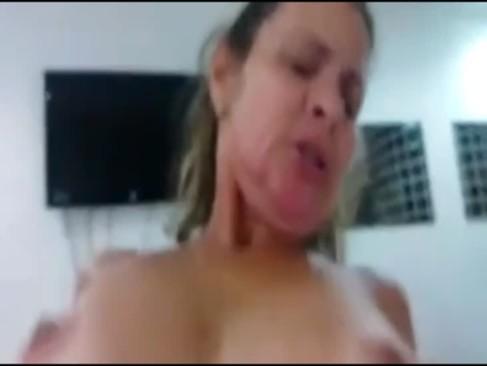 Comendo a tia brasileira