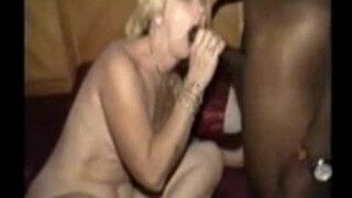 Vizinha Safada! Tia Fazendo Sexo com Negao e Corno Filma!